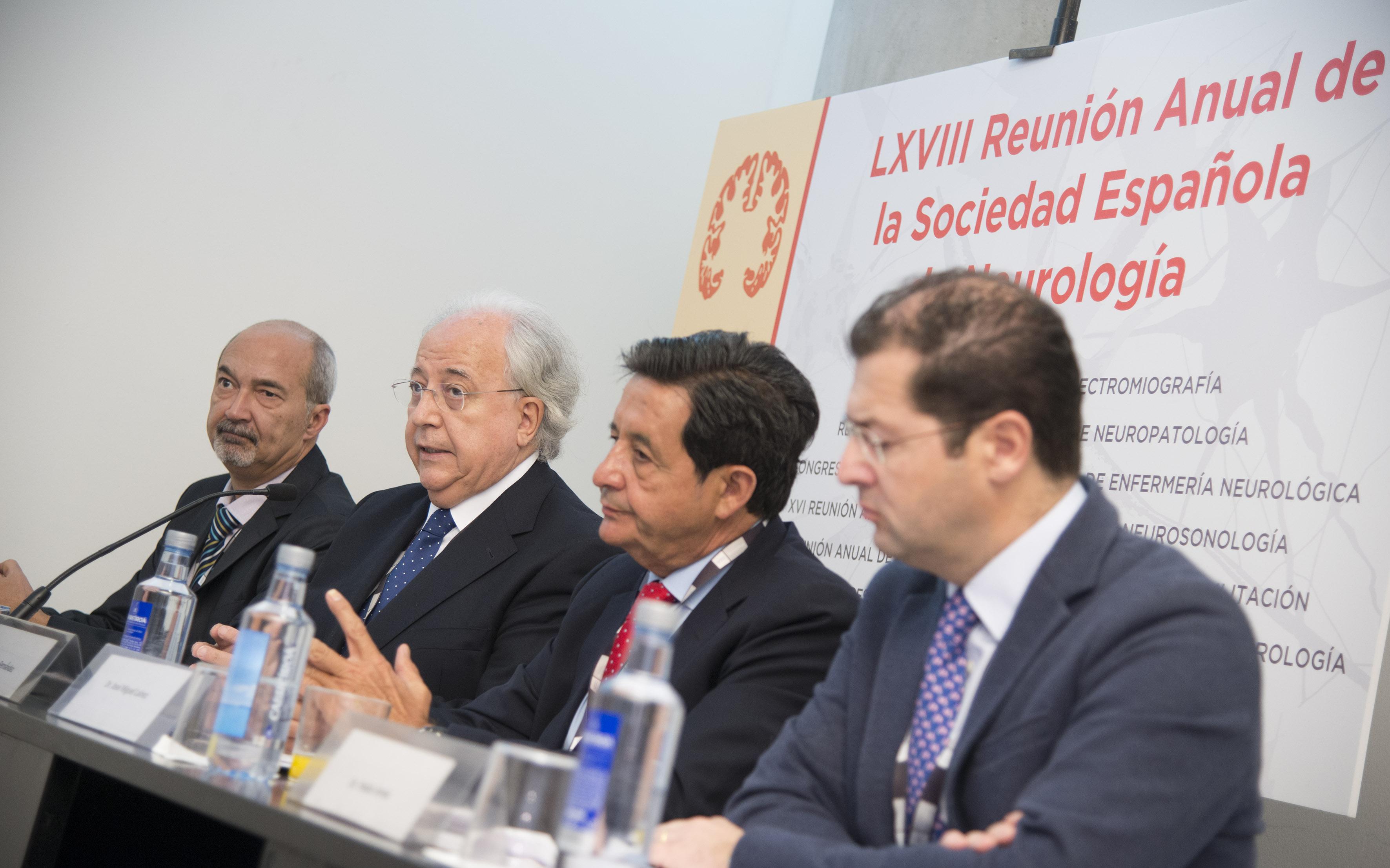 Óscar Fernández (segundo por la izquierda), presidente de la SEN, esta mañana en la rueda de prensa. / SEN