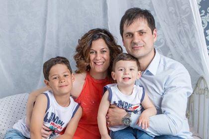 Yo, junto a mi marido y mis dos hijos, motor de mi vida