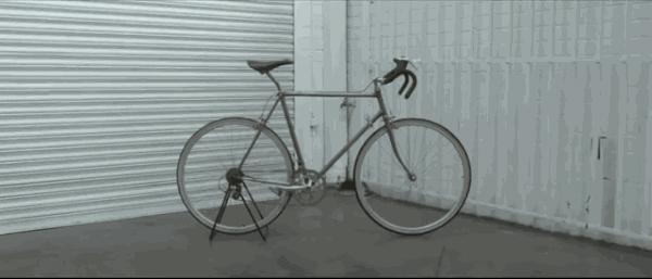 Bicicleta con Esclerosis Múltiple, diseñada para concienciar sobre los síntomas de la enfermedad