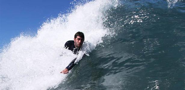 Un campeón de las olas con Esclerosis Múltiple